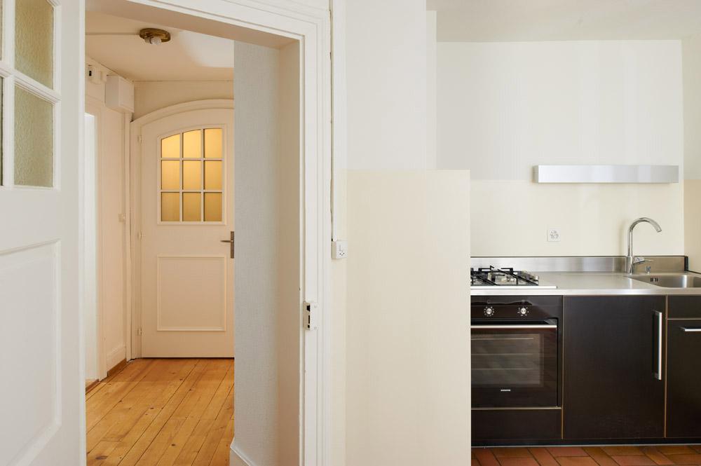 Innenraumaufnahme Küche/Flur